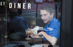 Jean-Marc Quaranta se livre à une exégèse subtile des scènes de repas dans les romans de Houellebecq.