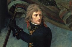 Bonaparte au pont d'Arcole, en 1796. Deux siècles après son abdication, la France semble toujours orpheline d'une grandeur que l'Empereur avait su incarner.