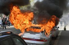 Jeudi, des échauffourées ont éclaté à Nantes, où la Porsche de Pascal a été incendiée. L'image a fait le tour des réseaux sociaux.