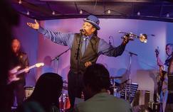 Le groupe de jazz soul Boney Fields&The Bones Project sur la scène du Jazz Club Étoile.