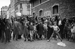 Les grèves des ouvriers en mai et juin 1936 aboutiront à la signature des accords de Matignon.