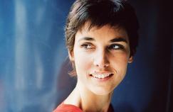 Églantine Éméyé, une animatrice passionée par les brocantes.