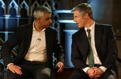 Le candidat travailliste, Sadiq Khan (à gauche),face au conservateur,Zac Goldsmith, lors d'un débat télévisé, le 5 avril.