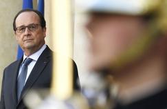 François Hollande sur le perron de l'Élysée, en avril.