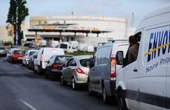 Dans le Nord, les queues devant les stations-service s'allongent devant la crainte d'une pénurie d'essence.