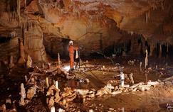 Prise de mesures pour l'étude archéo-magnétique de la grotte de Bruniquel, dans le Tarn-et-Garonne.