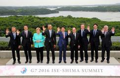 De gauche à droite, Donald Tusk, Matteo Renzi, Angela Merkel, Barack Obama, Shinzo Abe, Francois Hollande, David Cameron, Justin Trudeau et Jean-Claude Juncker.
