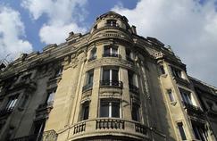 Façade d'un immeuble Haussmannien dans le XVIIe arrondissement.