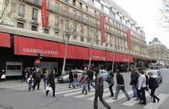 Depuis l'été dernier, les Galeries Lafayette sont classées en zone touristique internationale, une étape préliminaire à l'ouverture dominicale du grand magasin.