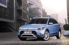 Faute de petit SUV, Hyundai choisit d'occuper le terrain avec une version baroudeuse de sa citadine i20.