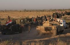 Les forces irakiennes se tiennent prêtes à proximité de la ville de Faloudja.