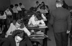 Des lycéens très appliqués lors des épreuves du baccalauréat en 1945.