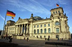 Vue du Palais du Reichstag à Berlin, symbole de la ville devenue capitale de l'Allemagne le 20 juin 1991.