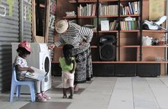 Libromat fournit des livres ainsi que des sessions de huit semaines de formation à la lecture pour les enfants, pendant que les laves-linge s'activent.