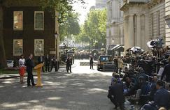 Accompagné de son épouse, David Cameron s'est exprimé devantle 10 Downing Street, vendredi matin, à Londres.