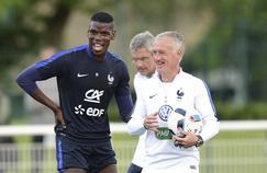 Didier Deschamps avec Paul Pogba à l'entraînement.