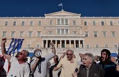 Le 15juin 2016, des Grecs ont protesté devant le Parlement contre la politique économique menée par le gouvernement d'Alexis Tsipras.