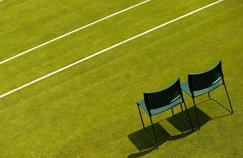 Les jardiniers prennent soin du gazon de Wimbledon toute l'année.