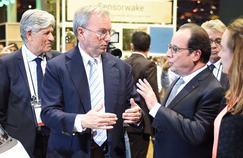 De gauche à droite: Maurice Lévy, président du directoire de Publicis; Eric Schmidt, président d'Alphabet; François Hollande et Axelle Lemaire, secrétaire d'État au Numérique, jeudi au salon Viva Technology, à Paris.