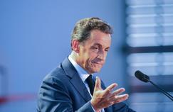 «Le vrai boulot, il est dans la rencontre avec les gens, c'est ce que je fais depuis des mois et que les sondages ne montrent pas», estime Nicolas Sarkozy (ici le 11 mai, aux Pavillons-sous-Bois).