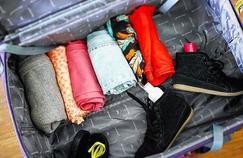 Vêtements rangés «à la japonaise» dans une valise pour gagner de la place.