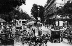 Trafic sur le boulevard Montmartre vers 1910.