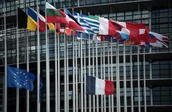 Les drapeaux des états membres de l'Union européenne devant le Parlement européen à Strasbourg.