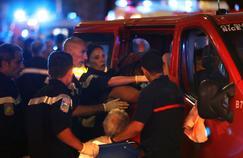 Les pompiers en cours d'intervention lors de l'attentat de Nice, le 14 juillet.