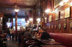 Le Harry's Bar situé au 5 rue Daunou (IIe) est une véritable institution parisienne.