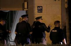 La police s'est rendue dans un appartement de Munich ce samedi matin afin de recueillir des éléments sur le tireur présumé.