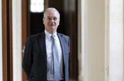 Gilles Carrez: «Depuis 40 ans, la gauche augmente les dépenses pensant que cela crée de la croissance, et la droite baisse les impôts en comptant, elle aussi, sur un surplus de croissance. Et cela produit le même résultat: du déficit et de la dette.»
