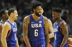 DeAndre Jordan a le sourire après son airball dans le 4ème quart-temps du match USA-Chine.