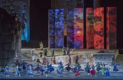 Le ballet Sur la route de la soie, interprété par la compagnie de danse d'Abdel Halim Caracalla, a fait l'ouverture du festival, le 20 juillet.