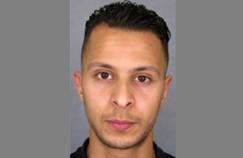 Panneau à proximité de la prison de Fleury-Mérogis (Essonne), où est détenu Salah Abdeslam.