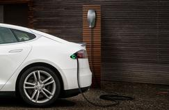 Parmi les nombreux freins au développement de la voiture électrique, la durée de recharge est pointée du doigt.
