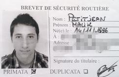 Franck Petitjean n'est pas le père naturel d'Abdel Malik et l'avait reconnu en 1997 devant l'état-civil «alors que celui-ci n'avait que 5 ou 6 mois».