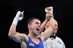 Hasanboy Dusmatov, champion olympique en boxe dans la catégorie des mi-mouches hommes -49kg.