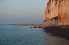 De tels phénomènes sont fréquents sur la Côte d'Albâtre où les falaises calcaires sont fragilisées par l'érosion et les pluies.
