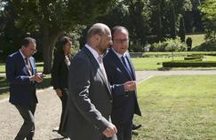 François Hollande et Martin Schulz avant la réunion de jeudi, à LaCelle-Saint-Cloud.