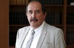 Patrick Bouet, le président du Conseil national de l'ordre des médecins (CNOM), dans son bureau le 25 août 2016.