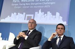 Michel Sapin et Manuel Valls au Forum international de Paris Europlace, le 6 juillet 2016, à Paris.