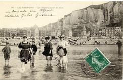 «Un bonjour du Tréport» signé Clotaire, Jules et Gustave vers 1910.