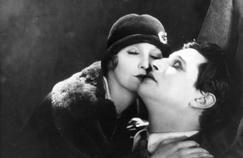 Les Cheveux d'or(The Lodger, 1926), de Hitchcock,dans lequel un criminel fait trembler les jeunes femmes blondes.