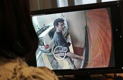 En mai 2011, un mois après le quintuple assassinat, Xavier Dupont de Ligonnès est identifié sur une vidéo de surveillance.