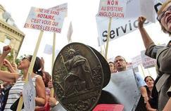 Le 10 décembre 2014, les notaires avaient défilé dans les rues de Paris avec les autres professions du droit pour protester contre le projet de loi Macron.