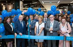 Laurent Cathala, maire de Créteil, et l'ambassadrice d'Irlande en France, Byrne Nason ont fêté ce mardi l'agrandissement du Primark du centre commercial Créteil Soleil (Crédit: Primark).