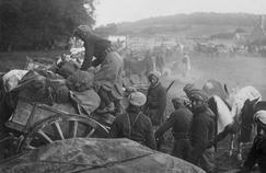 Convoi de Spahis marocains au Franc-Port pendant la Première Guerre mondiale.