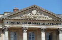 Fronton de l'aile Gabriel du Château de Versailles. Crédits Photo: wikicommons