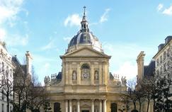 Le bâtiment de la Sorbonne qui abrite plusieurs universités parisiennes. Crédits Photo: Wikicommons.