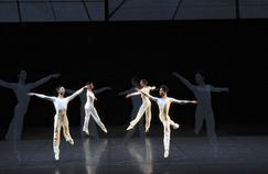 Dance, la pièce emblématique de Lucinda Childs au Théâtre de la Ville (IVe).